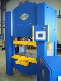 Servopresse, hydraulisch angetrieben TYP A-SPS-120 in der Fertigung von präzesions Stanz- und Prägewerkstücken