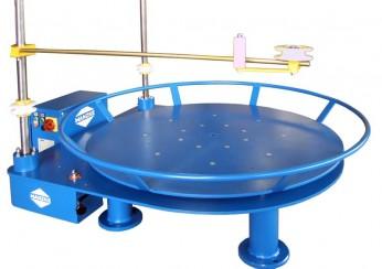 Palettenhaspel / Horizontal-Haspel A-GMP zum Abwickeln von Draht, Band, Profilen, Rohren und Schläuchen, kann beladen werden mit Normpaletten und einem Kronenstock.