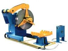 Heavy duty coiler and decoiler with hydraulic clamping system